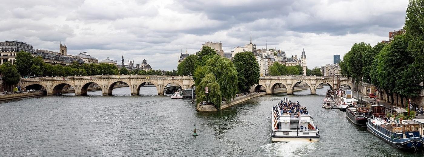 Bateau mouche à Paris